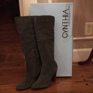 New Cynthia Rowley Gray Suede Boots